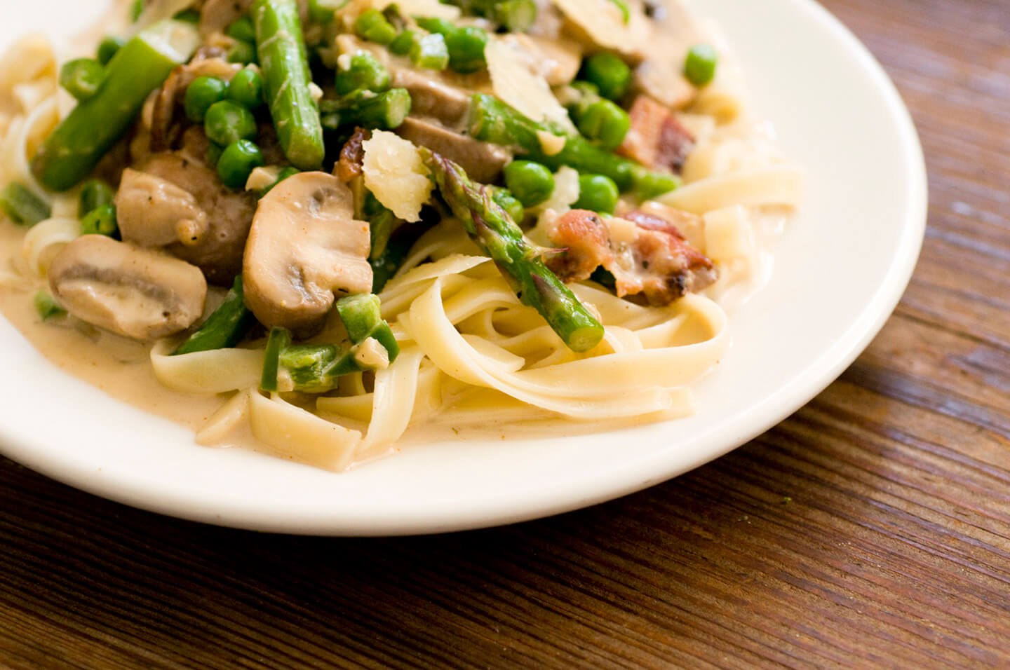 Pasta primavera with asparagus, peas, mushrooms, and bacon | Homesick Texan